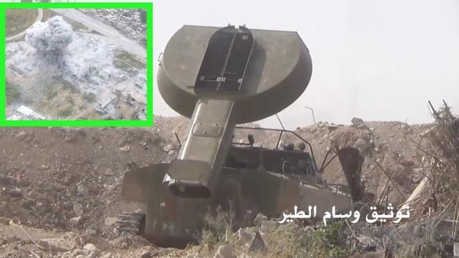 Xe phá mìn UR-77 tham chiến ở Đông Ghouta, sản phẳng các tòa nhà quận Jobar - ảnh Masdar News