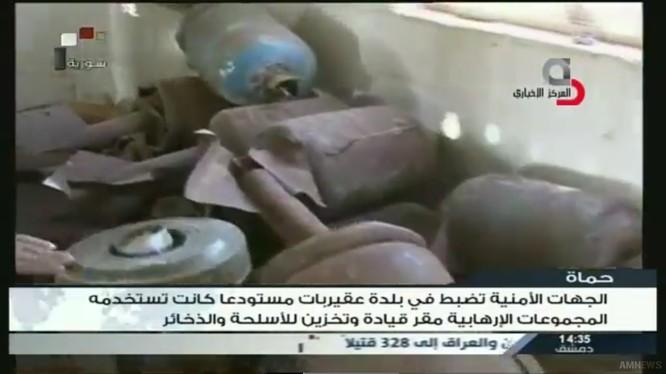 Kho vũ khí lớn của IS trên chiến trường miền đông Hama - ảnh video truyền hình Syria Al-Ikhbariya