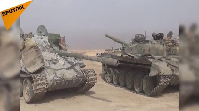 Kho vũ khí của IS ở Deir Ezzor - ảnh video Sputnik