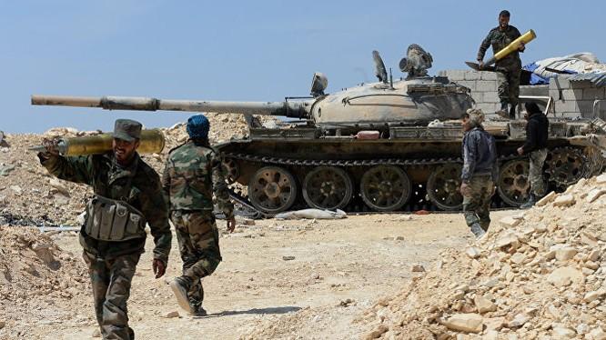 Xe tăng quân đội Syria chiến đấu ở Đông Ghoutata