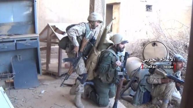 Binh sĩ quân đội Syria chiến đấu trên chiến trường Deir Ezzor - ảnh minh họa Muraselon