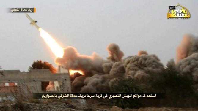 Tổ chức khủng bố Hay'at Tahrir Al-Sham pháo kích vào quân đội Syria ở Bắc Hama - ảnh truyền thông Al-Qaeda Syria
