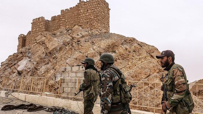 Binh sĩ quân đội Syria chiến đấu trên chiến trường ngoại ô thành phố Mayadeen - ảnh minh họa Muraselon