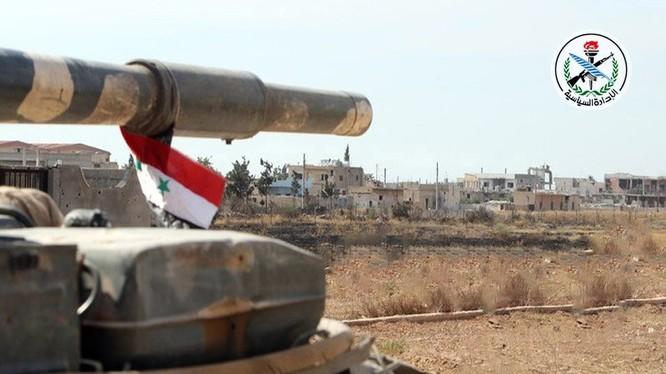 Quân đội Syria tiến vào giải phóng thành phố Albukamal - ảnh South Front