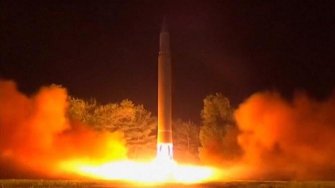 Cận cảnh một vụ phóng tên lửa đạn đạo ICBM Bắc Triều Tiên - ảnh minh họa The Washington Post
