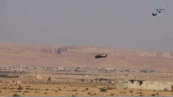 Trực thăng tấn công Mi-28N trên chiến trường Palmyra - ảnh video trang Amaq của IS