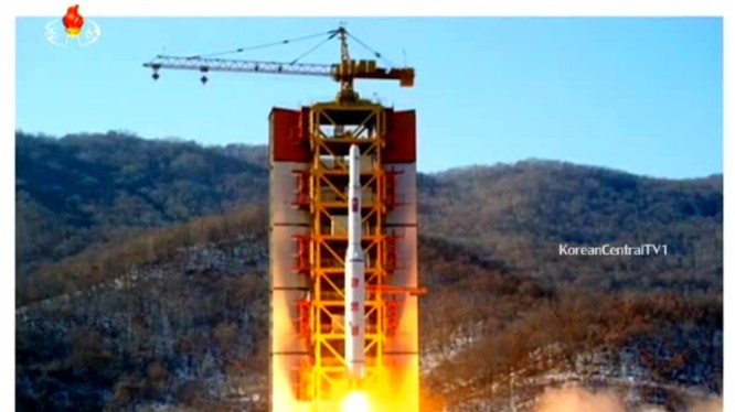 Bắc Triều Tiên phóng tên lửa mang vệ tinh lên quỹ đạo ngày 09.02.2017 - ảnh Kfausa