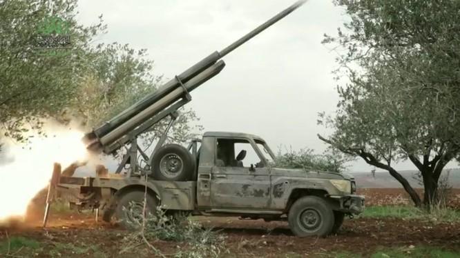 Nhóm phiến quân Ahrar al-Sham pháo kích vào sân bay quân sự Hama - ảnh minh họa Masdar News