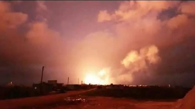 Không quân Nga không kích đêm ở tỉnh Idlib - ảnh video quân đội Syria