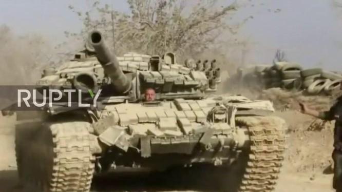Xe tăng quân đội Syria chiến đấu trên chiến trường Damascus - ảnh minh họa Masdar News