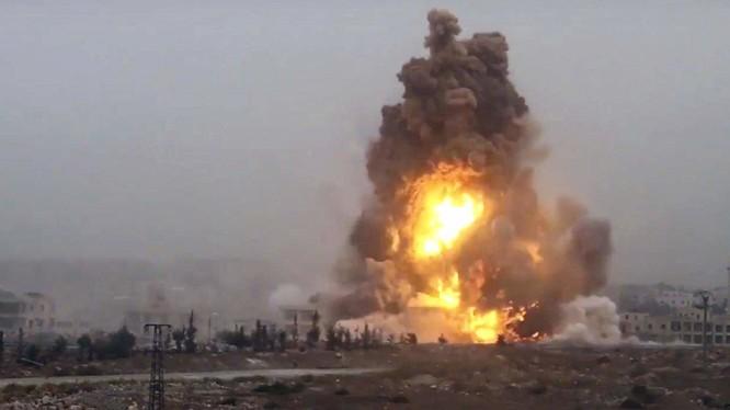 Một vụ đánh bom xe tự sát của IS trên vùng nông thôn phía đông tỉnh Deir Ezzor tuần trước - ảnh South Front