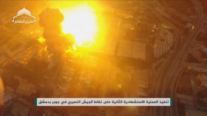 Một xe đánh bom tự sát VBIED phát nổ trước chiến tuyến quân đội Syria - ảnh minh họa Masdar News