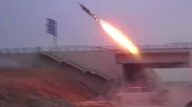 Pháo binh tên lửa quân đội Syria bắn phá chiến trường quận Harasta - Đông Ghouta - ảnh minh họa video