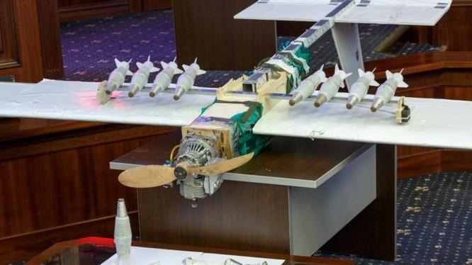Chiếc máy bay không người lái của phiến quân, tấn công sân bay Khmeimim và vũ khí, ảnh Bộ quốc phòng Nga