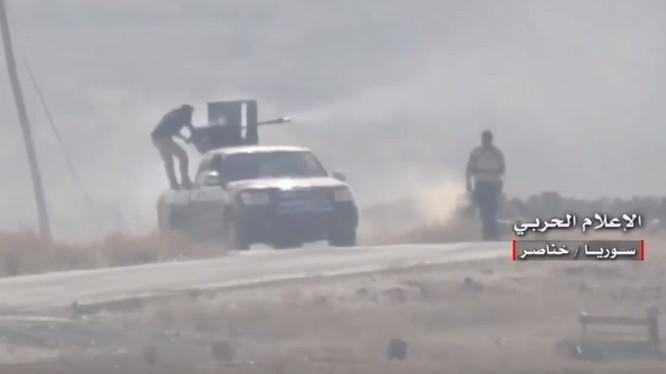 Quân đội Syria tiến công trên vùng nông thôn Aleppo - ảnh video minh họa Masdar News
