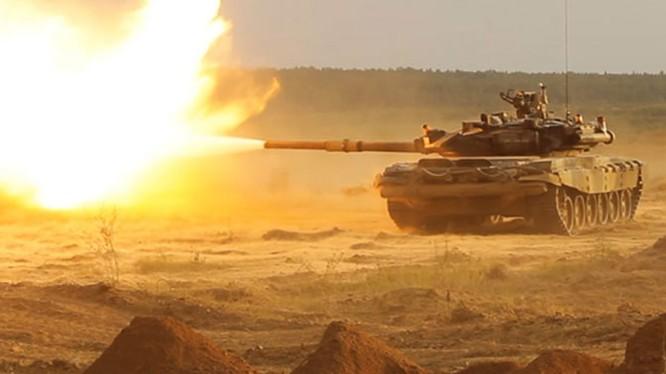 Xe tăng T-90S pháo kích trên thao trường - ảnh TVZvezda