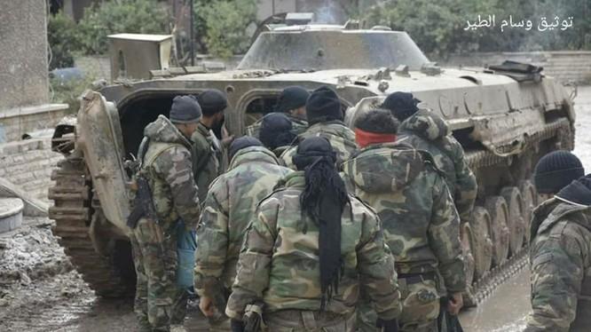 Binh sĩ quân đội Syria trên chiến trường Đông Ghouta, khu vực quận Harasta. Ảnh South Front