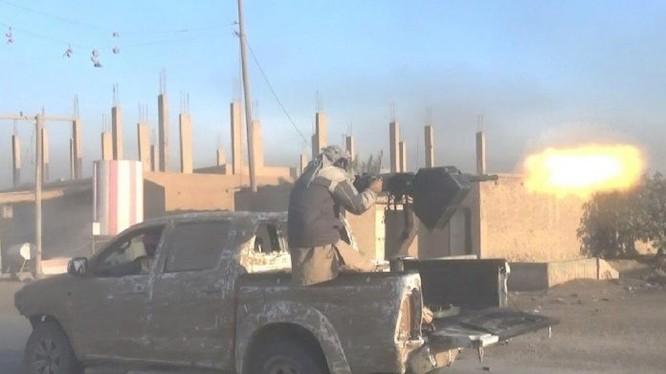 Các tay súng IS tấn công trên chiến trường Deir Ezzor - ảnh minh họa Masdar News