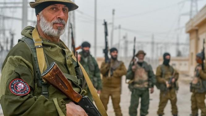 Binh sĩ lực lượng ISIS Hunters trên chiến trường Deir Ezzor, ảnh Săn IS
