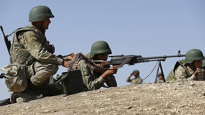 Binh sĩ Thổ Nhĩ Kỳ trong một cuộc diễn tập gần biên giới Syria - ảnh Masdar News