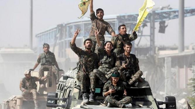 Lực lượng chiến binh YPG trong tổ chức SDF do Mỹ hậu thuẫn - ảnh Masdar News
