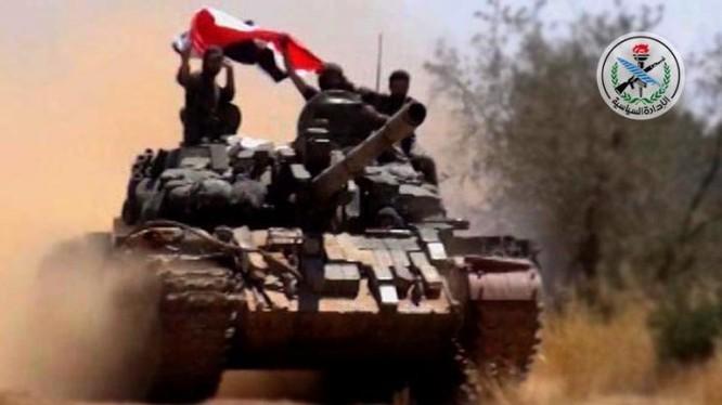 Xe tăng quân đội Syria trên chiến trường Idlib - ảnh minh họa Masdar News