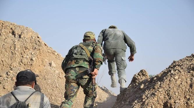 Binh sĩ quân đội Syria tiến công trên chiến trường Đông Ghouta - ảnh minh họa Masdar News
