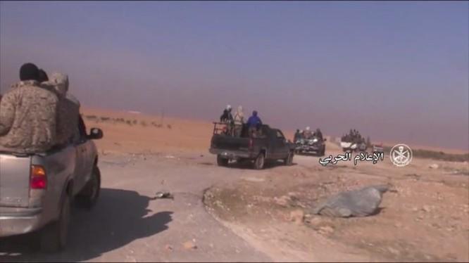 Lực lượng Vệ binh Cộng hòa tiến quân trên vùng nông thôn miền đông bắc Hama - ảnh Muraselon