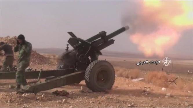 Pháo binh quân đội Syria bắn phá chiến tuyến IS trên chiến trường Hama - ảnh minh họa Masdar News