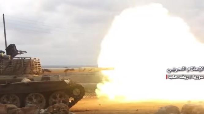 Xe tăng quân đội Syria tấn công trên chiến trường Idlib - ảnh minh họa Masdar News