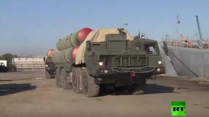 Tổ hợp tên lửa S-400 trên quân cảng Tartus ở Latakia, Syria