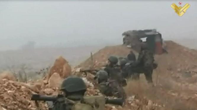 Binh sĩ quân đội Syria chiến đấu trên chiến trường Latakia - ảnh minh họa Masdar News