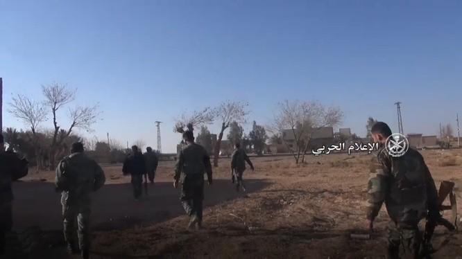 Binh sĩ quân đội Syria trên chiến trường Aleppo, tiếp tục tiến công truy quét IS ở Aleppo - ảnh minh họa video