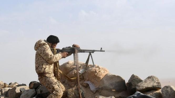 Binh sĩ quân đội Syria tấn công HTS trên chiến trường Idlib - ảnh AFP