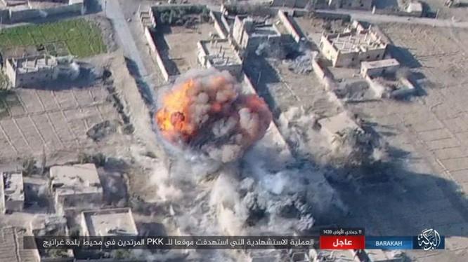 IS tiến hành một vụ tấn công bằng xe VBIED vào vị trí của Lực lượng Dân chủ Syria (SDF) do Mỹ hậu thuẫn ngoại vi thị trấn Gharanij - ảnh Amaq