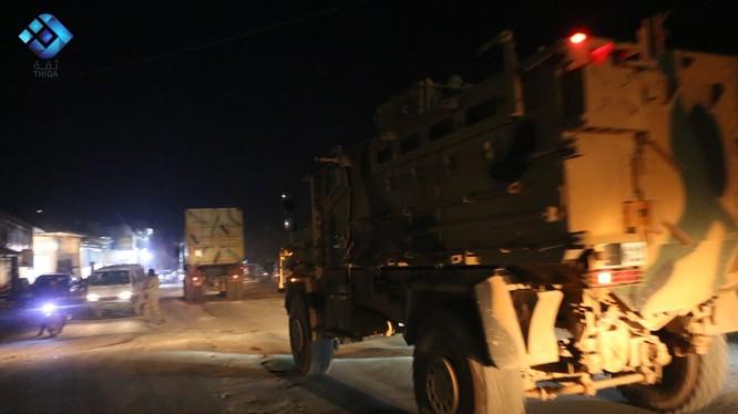 Xe thiết giáp Thổ Nhĩ Kỳ xâm phạm lãnh thổ Syria, khu vực Aleppo - ảnh video truyền thông đối lập Syria