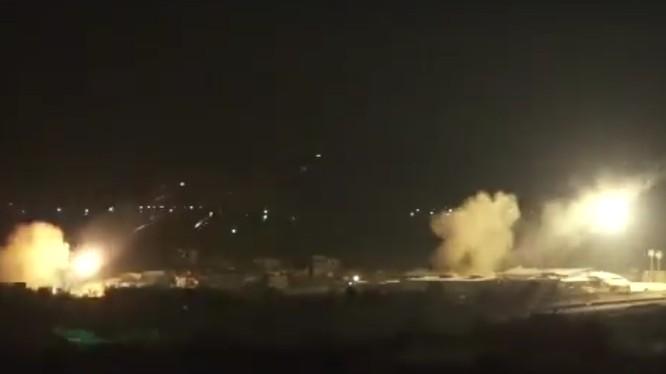 Quân đội Syria pháo kích dữ dội vào khu vực quận Harasta, Đông Ghouta - ảnh minh họa video Syrian Digital Media