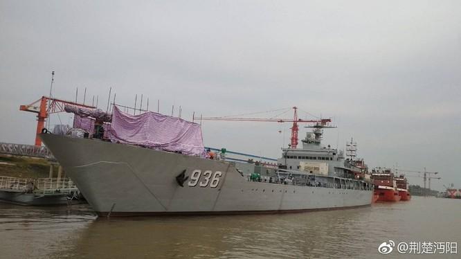 Tàu đổ bộ Type -072 lớp Haiyangshan trang bị tháp pháo ray EM - ảnh Navy Recognition
