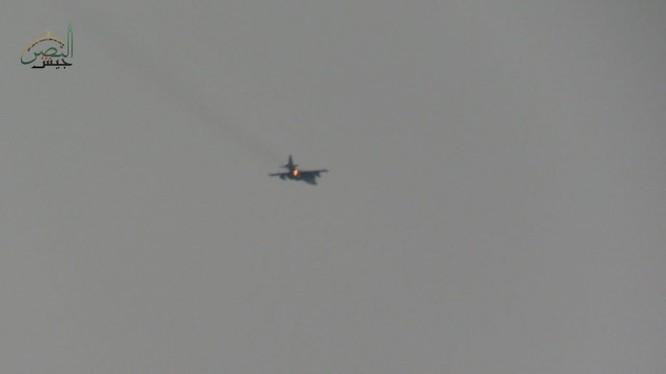 Chiếc cường kích chiến trường Su-25 Nga bị bắn rơi trên bầu trời Idlib - ảnh minh họa video nhóm Hồi giáo cực đoan Syria
