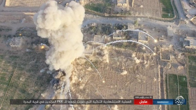 Xe đánh bom tự sát tấn công lực lượng SDF trên chiến trường Deir Ezzor - ảnh Amaq