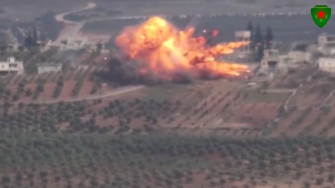 Xe tăng Thổ Nhĩ Kỳ bị phá hủy trên chiến trường Afrin - Aleppo. Ảnh minh họa video YPG Press