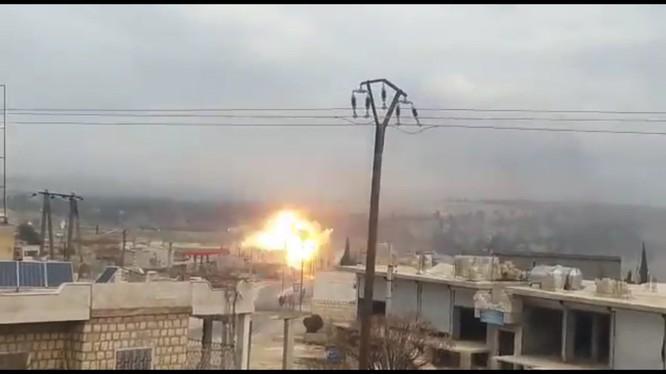 Vụ tấn công của không quân Nga trên chiến trường Idlib. ảnh minh họa video Masdar News