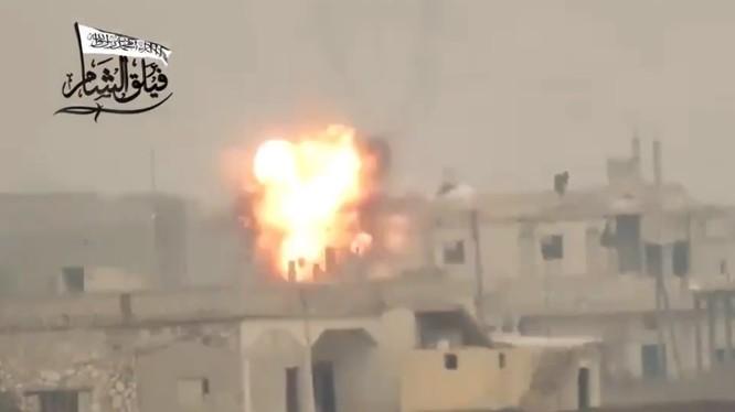 Vụ nổ của tên lửa chống tăng TOW bên trận địa của binh sĩ Syria. Ảnh minh họa Masdar News