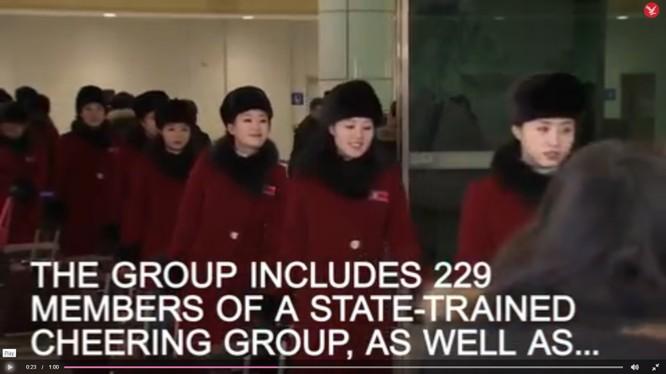 299 hoạt náo viên xinh đẹp sang Hàn Quốc cổ động cho các vận động viên 2 miền Nam Bắc Triều Tiên