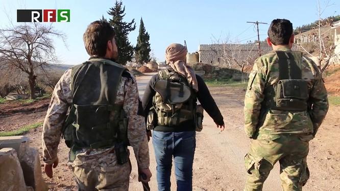 Những chiến binh FSA được Thổ Nhĩ Kỳ hậu thuẫn trên thị trấn Al-Muhammadiyah vùa bị chiếm. Ảnh minh họa Masdar News