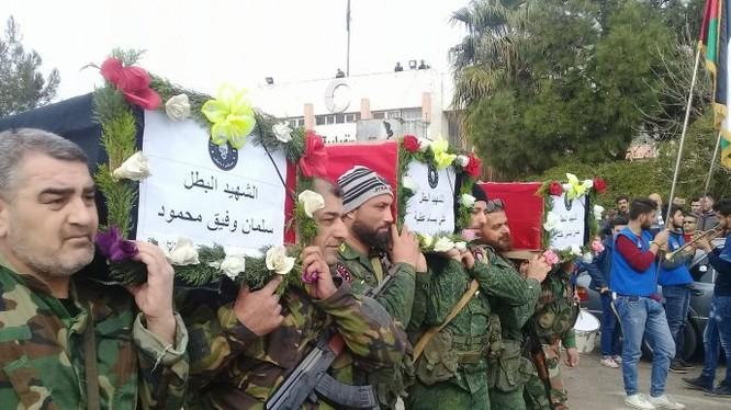 Đám tang những chiến binh thuộc lực lượng Săn IS trên chiến trường Deir Ezzor sau cuộc không kích của Mỹ