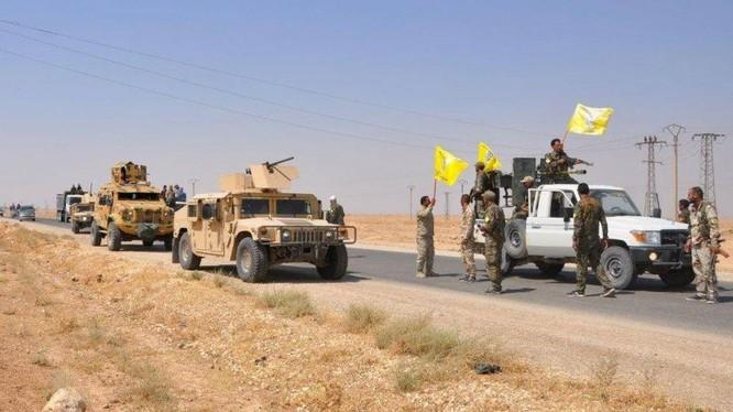 Lực lượng dân quân người Kurd YPG rút quân khỏi khu vực tỉnh Deir Ezzor. ảnh YPG Press