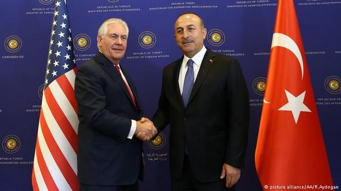 Ngoại trưởng Mỹ, ông Tillerson và ngoại trường Thổ Nhĩ Kỳ, ông Cavusoglu. Ảnh minh họa South Front