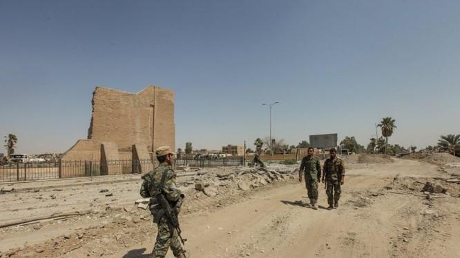 Các chiến binh lực lượng YPG trên chiến trường Raqqa - ảnh minh họa Masdar News
