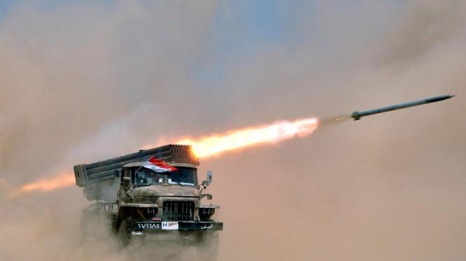 Pháo phản lực Grad quân đội Syria - ảnh Masdar News